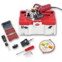 Zeta P2-Set, 120V US P-Groove cutter. Zeta P2 with CARBIDE cutter (132141), drill jig and systainer case, Kit contains Zeta P2 with: – Zeta P2 – P-System cutter 7 mm – Stop square – Suction stub 23 + 36 mm – Disc for angles – Spacers 2 & 4 mm – Tools
